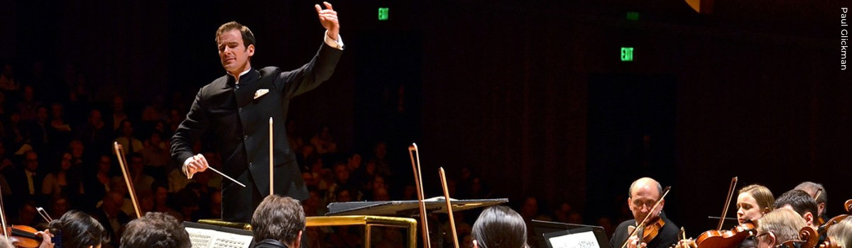 Vladimir Kulenovic leads the Lake Forest Symphony (Paul Glickman)
